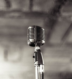 microphone-933057_960_720 (cropped)